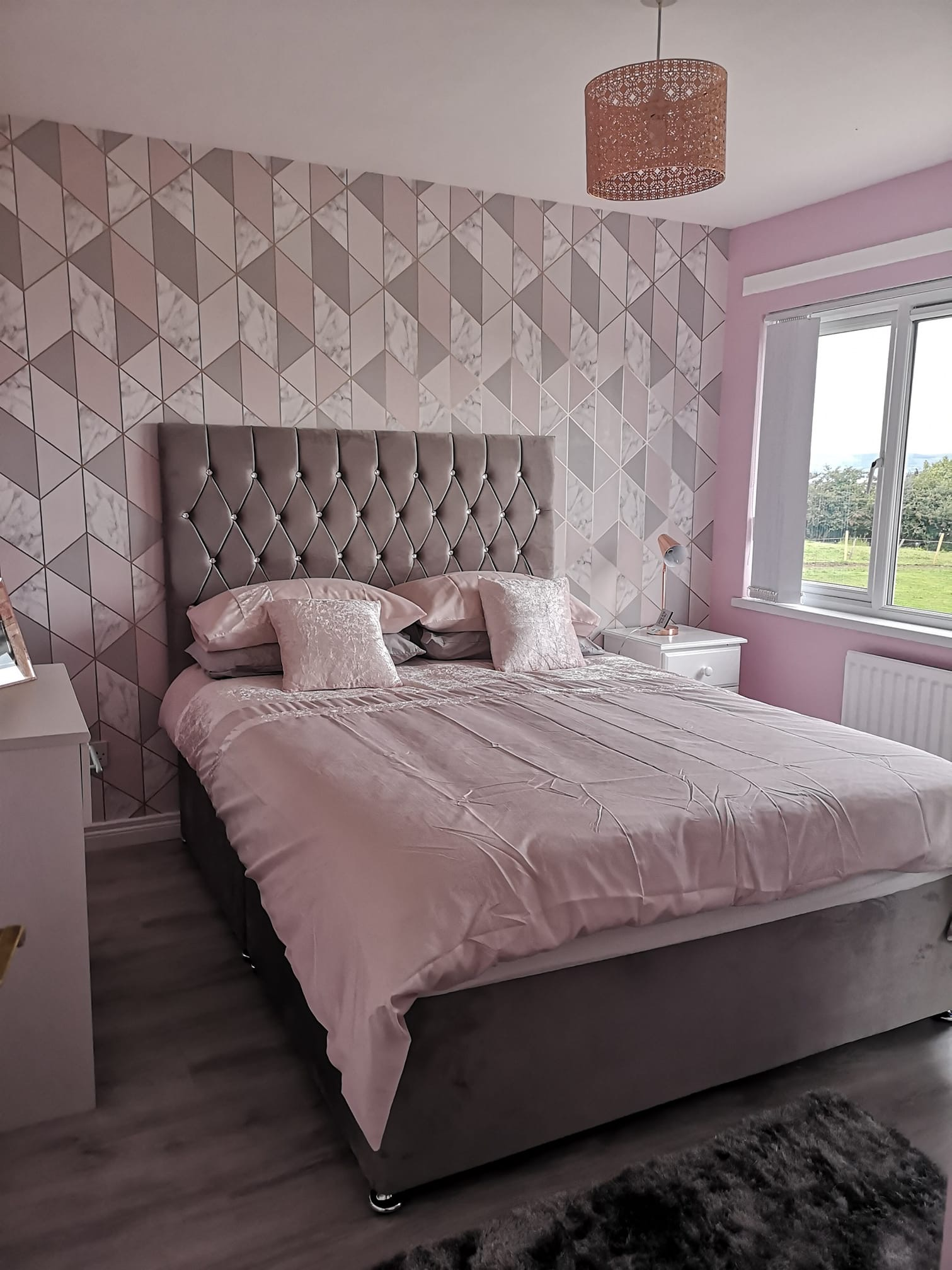 SPECIAL 3ft 6 Single Chester Divan Bed 2 FREE DRAWERS